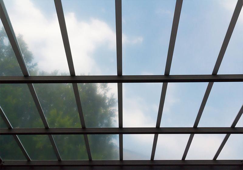 Il policarbonato compatto: il materiale perfetto per l'edilizia